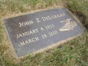 Biografía John DeLorean. Lápida en White Chapel