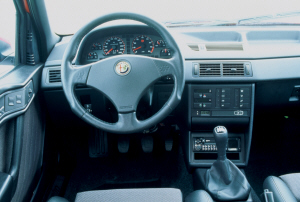 Foto: 1.6, 1.8, 2.0 Twin Spark 16v. 1995-1997. Alfa Romeo