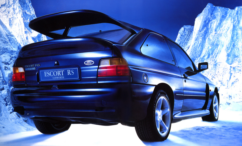 Foto: Ford Escort RS Cosworth en versión Luxury con faros antiniebla Foto de Catálogo. Ford