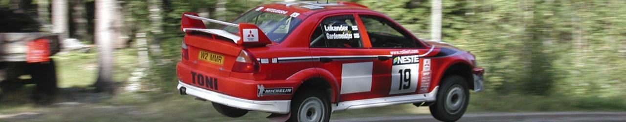 WRC1002, Mitsubishi Carisma GT pilotado por Toni Gardemeister, Foto: Pasi Piesanen CC Atribution 2.0