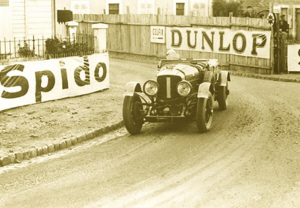 Wolf Barnato vence por segundo año consecutivo con un Bentley Speed 6 esta vez haciendo pareja con el también británico Henry Birkin.