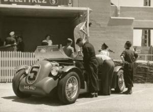 El primer diesel que corrió las 24 horas de Le Mans fué inscrito por Deletrazz en 1949 lamentablemente no pudo finalizar la carrera