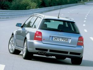 Audi RS4, vista trasera. Audi AG