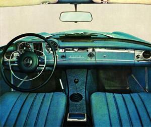Mercedes-Benz W113. Foto: Interior Mercedes 250 SL. Foto de catálogo.
