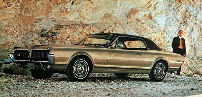 Foto: Mercury Cougar 67 con techo de vinilo Oxford. Catálogo Mercury Gama 1967.