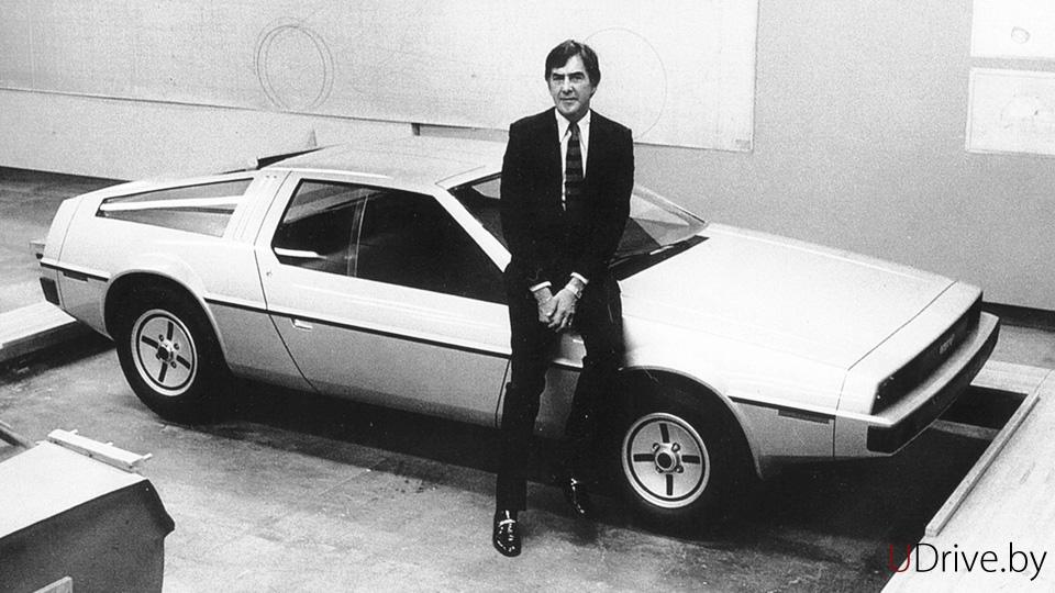 John DeLorean con el primer prototipo de 1976