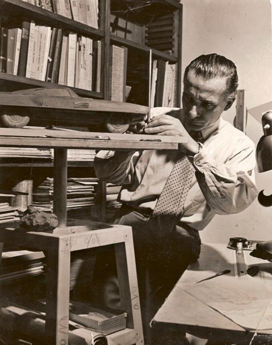 Giovanni Savonuzzi, trabajando en el modelo