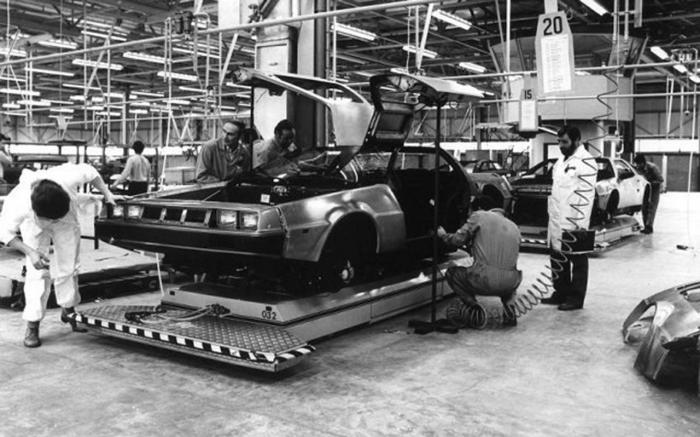 DeLorean en cadena de montaje (2)