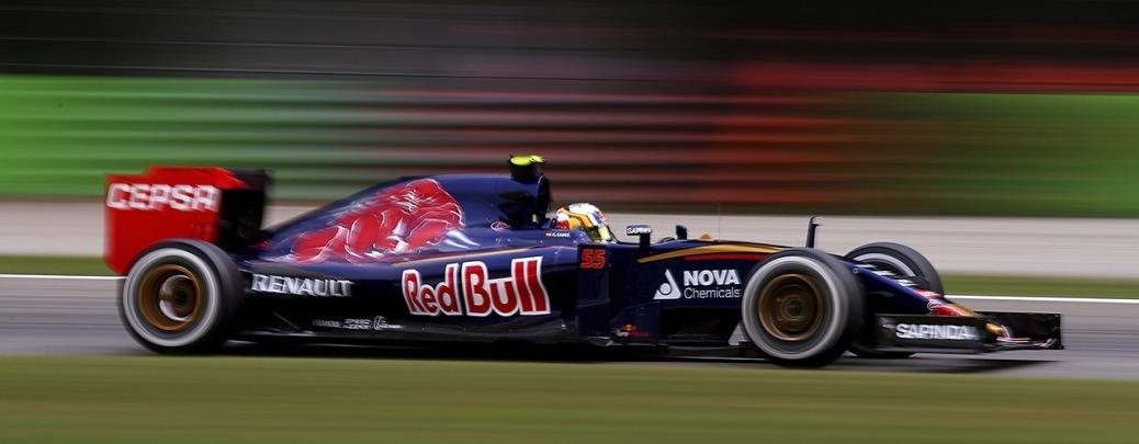 Toro Rosso STR10, Sáinz conduce en los entrenamientos del Gran Premio de Italia 2015. Photo: Bryn Lennon / Getty Images. Red Bull