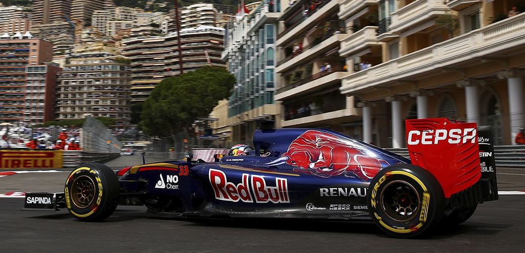 Verstappen con el Toro Rosso-Renault STR10, en los entrenamientos del Gran Premio de Mónaco Foto: Red Bull