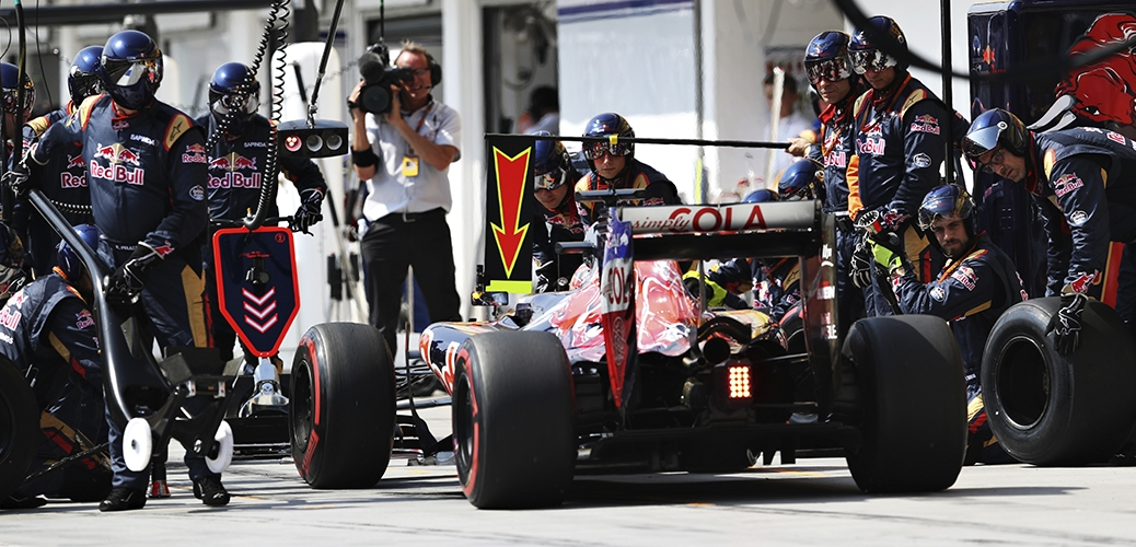 Toro Rosso-Ferrari STR11, Pit Stop durante el Gran Premio de Hungría, Foto: Red Bull
