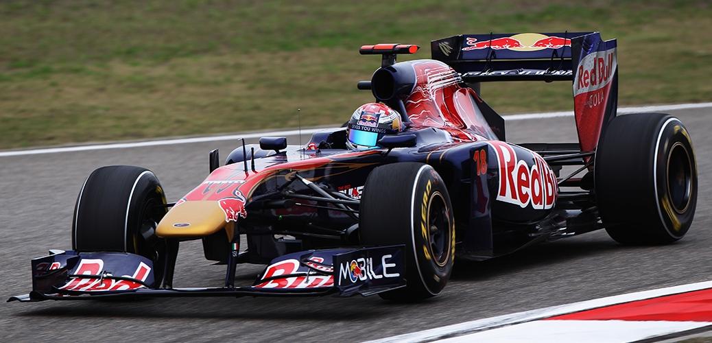Toro Rosso-Ferrari STR6, Sébastian Buemi en los entrenamientos del Gran Premio de China. Foto: Red Bull