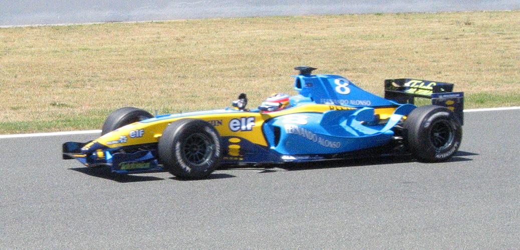 Fernando Alonso con el Renault R24, en el Circuito de Magny Cours Foto: Daanbusman2005. Licencia Creative Commons 4.0