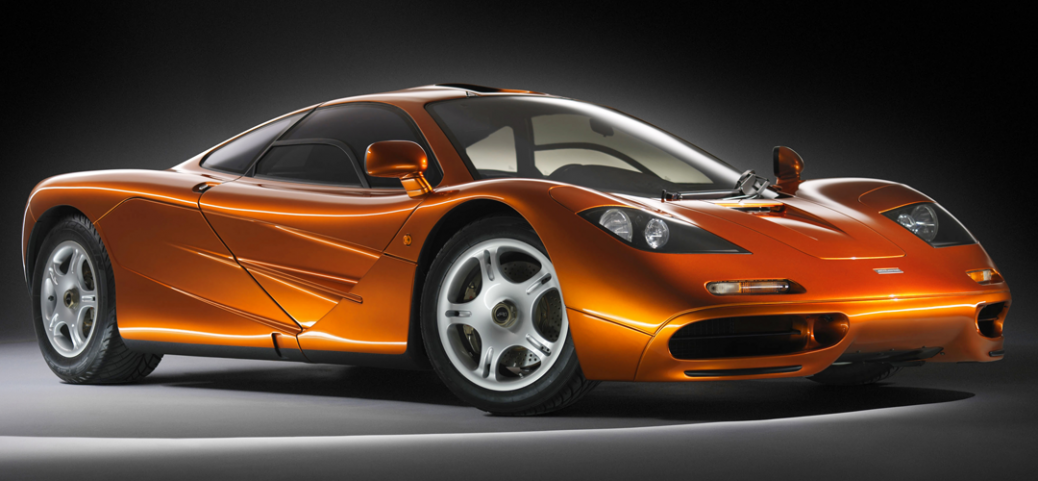 El McLaren F1, nace con afán de ser el coche de carretera definitivo. Desde jóven, el diseñador de Fórmulas 1, Gordon Murray, tuvo en la cabeza un deport...