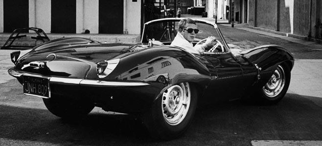 Steve McQueen en su Jaguar XKSS de 1957