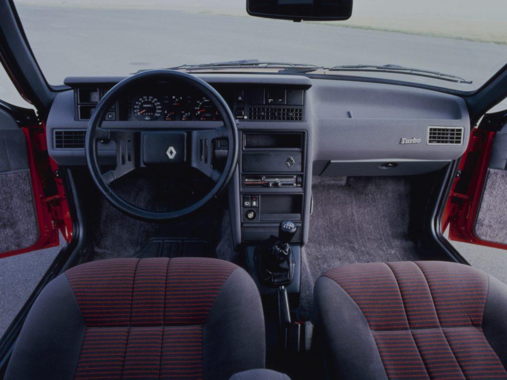 Interior del Renault Fuego Turbo, 1984, Foto: Renault