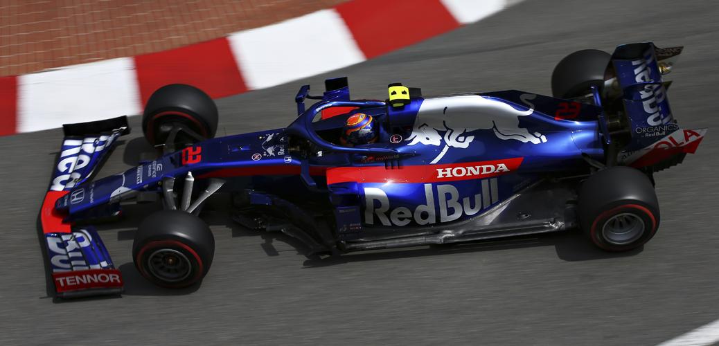 Alexander Albon con el Toro Rosso-Honda STR14 en los entrenamientos del Gran Premio de Mónaco 2019. Foto: Charles Coates/Getty Images (Red Bull)