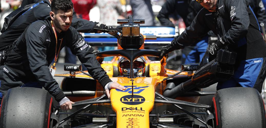 Carlos Sáinz Jr, camino a la parrilla del Gran Premio de España. Foto: McLaren Racing