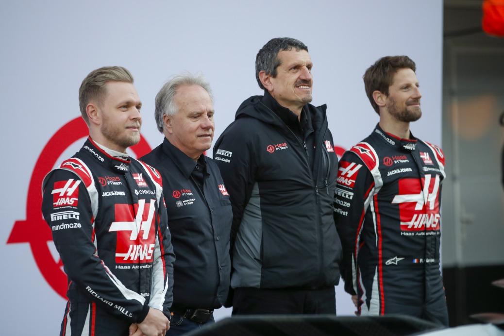 19 de Febrero de 2020. De izquierda a derecha:  Kevin Magnussen,  Gene Haas, Guenther Steiner y Romain Grosjean Circuito de Barcelona-Catalunya, España. (Haas F1 Team)