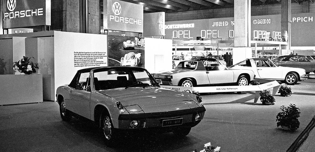 Salón del Automóvil de Fráncfort de 1969, En primer plano VW-Porsche 914/4 y en segundo el 914/6. Foto: Porsche AG