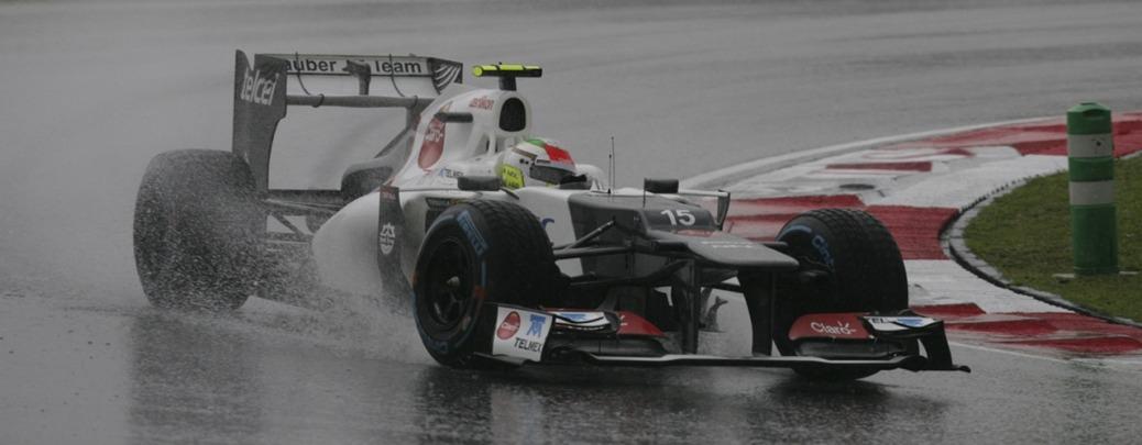 Sergio Pérez pilotando el Sauber-Ferrari C31 bajo la lluvia, Foto: Sauber Group